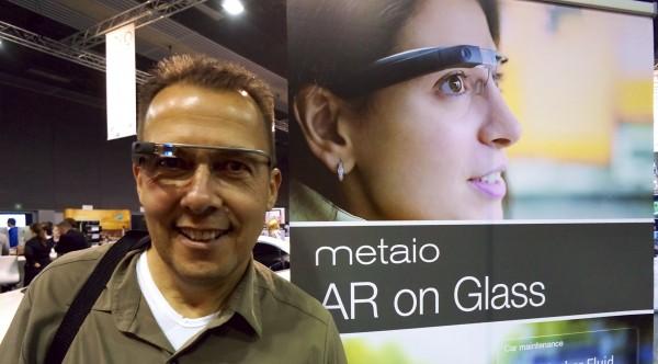 Hannes Schleeh mit echter Google Glass auf der Nase