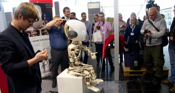 Roboy von der Uni Zürich in Halle 9 auf der CeBIT 2014
