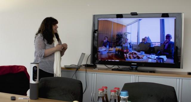 ConferenceCam Connect Trotz einer hellen Fensterfront hinter uns - liefert die Kamera ein sehr gut erkennbares Bild Foto: Schleeh