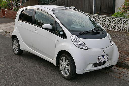 2010_Mitsubishi_i-MiEV_(GA_MY10)_hatchback_(2015-11-11)_01