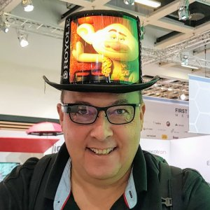 Royole Hat with flexible Display